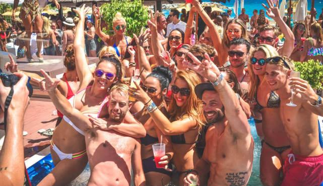 pool party despedida de soltera