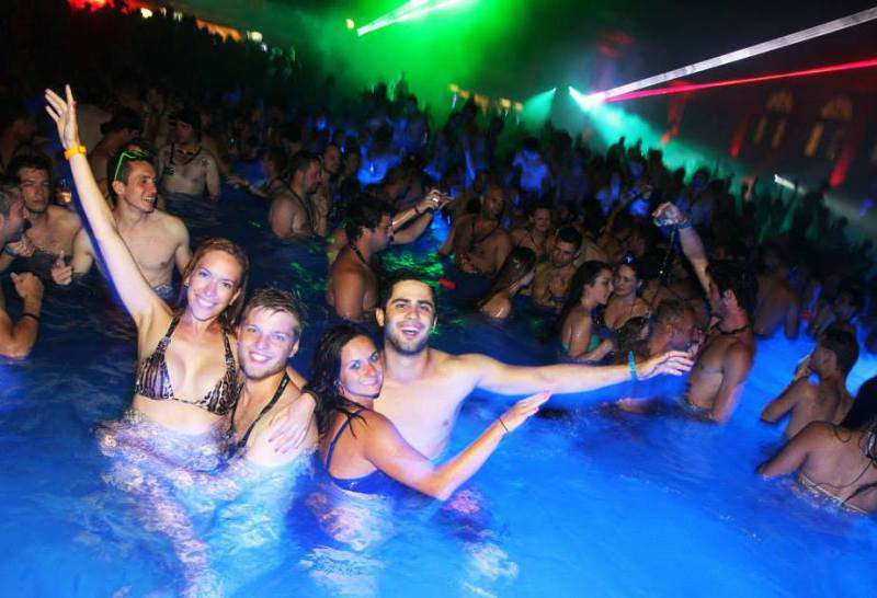Pool PArty night despedidas de solteros