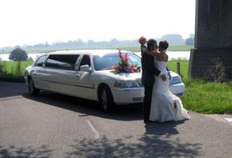 Alquilar limusina lincoln para boda en madrid