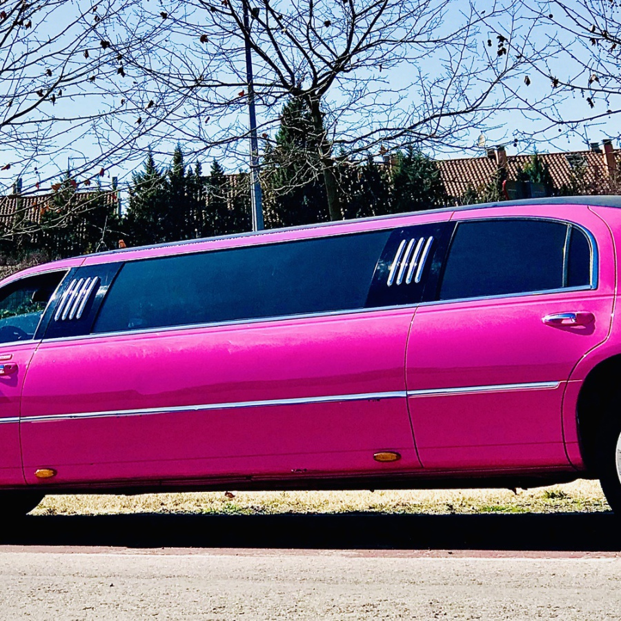 precio alquilar limusina rosa